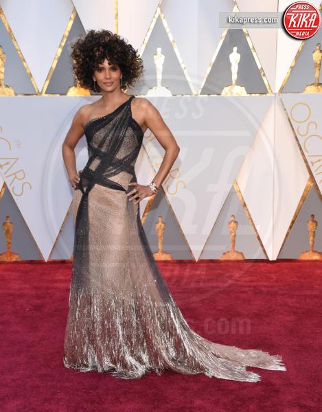 Halle Berry - Hollywood - 26-02-2017 - Oscar 2017: le dive 'metalliche' della kermesse