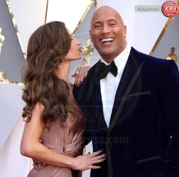 Dwayne Johnson, Lauren Hashian - Los Angeles - 26-02-2017 - Oscar 2017: le coppie sul red carpet