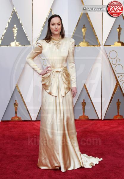 Dakota Johnson - Los Angeles - 26-02-2017 - Oscar 2017: le dive 'metalliche' della kermesse