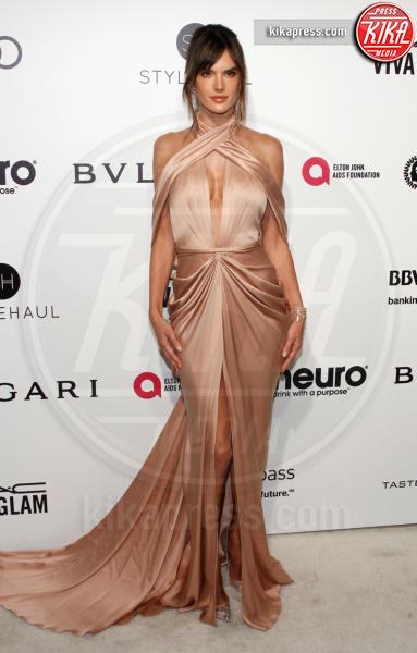 Alessandra Ambrosio - West Hollywood - 26-02-2017 - Oscar 2017: sexy spacchi e trasparenze al party di Elton John
