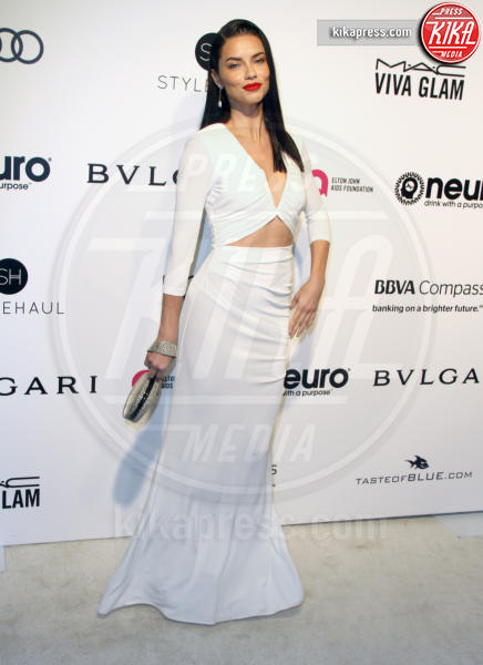 Adriana Lima - Los Angeles - 26-02-2017 - Oscar 2017: sexy spacchi e trasparenze al party di Elton John