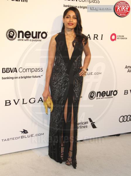 Freida Pinto - Los Angeles - 26-02-2017 - Oscar 2017: sexy spacchi e trasparenze al party di Elton John