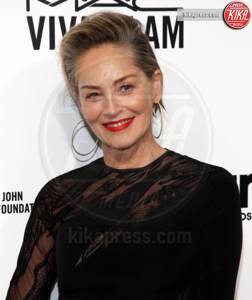 Sharon Stone - West Hollywood - 26-02-2017 - Oscar 2017: sexy spacchi e trasparenze al party di Elton John