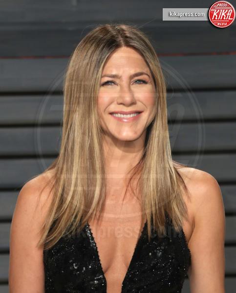 Jennifer Aniston - Beverly Hills - 26-02-2017 - Le celebrity che pensavi fossero sui social network