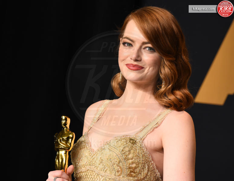Emma Stone - Hollywood - 26-02-2017 - Emma Stone, muscoli e occhiali: le star irriconoscibili sul set