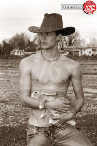 04-12-2016 - Da Fossalon, il calendario dei giovani agricoltori sexy