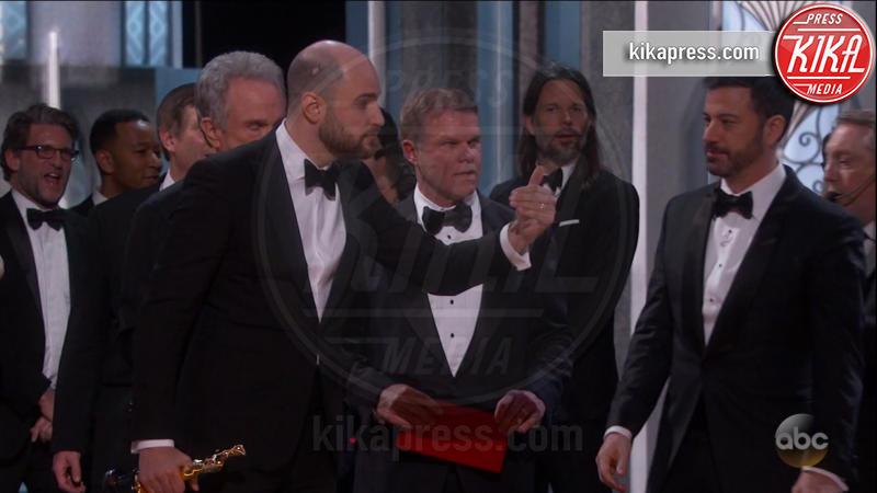 Brian Cullinan, Jordan Horowitz, Jimmy Kimmel - Los Angeles - 26-02-2017 - Gaffe agli Oscar: ecco la foto del colpevole che... twittava!