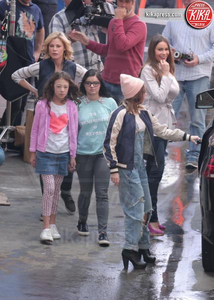 Aubrey Anderson-Emmons, Ariel Winter, Sarah Hyland, Julie Bowen, Sofia Vergara - Los Angeles - 01-03-2017 - Modern Family: Sofia Vergara e le altre alla marcia delle donne