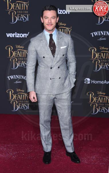 Luke Evans - Hollywood - 02-03-2017 - Emma Watson in nero alla première de La Bella e La Bestia