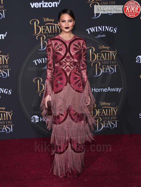 Chrissy Teigen - Hollywood - 02-03-2017 - Emma Watson in nero alla première de La Bella e La Bestia