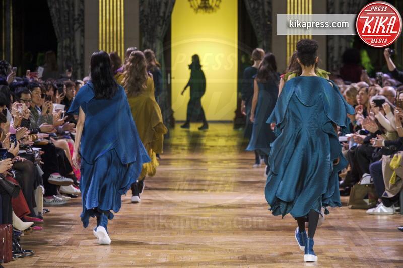 Sfilata Issey Miyake, Issey Miyake - Parigi - 03-03-2017 - Paris Fashion Week, Issey Miyake sfila in passerella