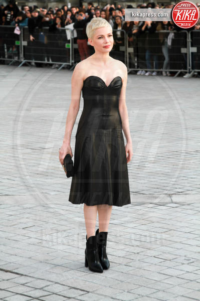 Michelle Williams - Parigi - 07-03-2017 - Paris Fashion Week, la sfilata dei vip en plein air!