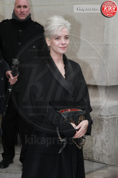Lily Allen - Parigi - 07-03-2017 - Paris Fashion Week, la sfilata dei vip en plein air!