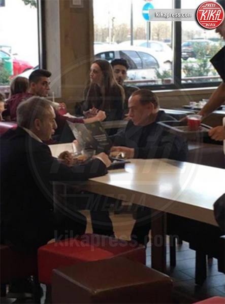 Silvio Berlusconi - Milano - 08-03-2017 - McDonald's: al tavolo c'è Silvio Berlusconi