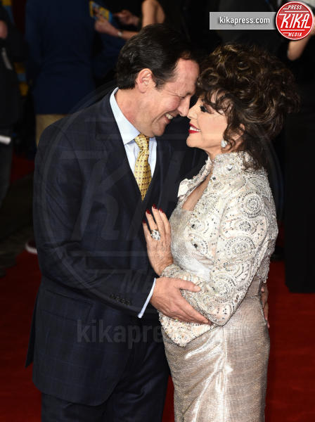 Dame Joan Collins, Percy Gibson - Londra - 09-03-2017 - Da Halle Berry a Brigitte Macron: le donne amano i giovani