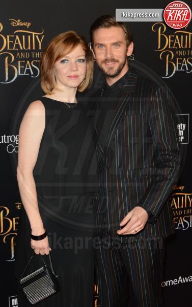 Susie Hariet, Dan Stevens - NYC - 14-03-2017 - Emma Watson, La Bella in nero alla première newyorchese