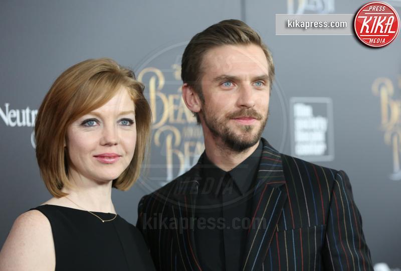 Susie Hariet, Dan Stevens - New York - 13-03-2017 - Emma Watson, La Bella in nero alla première newyorchese