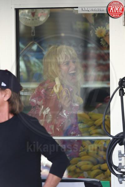 Karolina Kurkova - Miami Beach - 15-03-2017 - Karolina Kurkova e la banana osè: scatti bollenti sul set