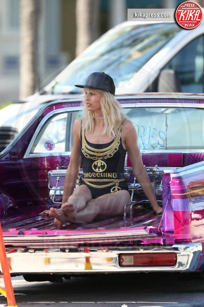 Karolina Kurkova - Miami - 15-03-2017 - Karolina Kurkova e la banana osè: scatti bollenti sul set