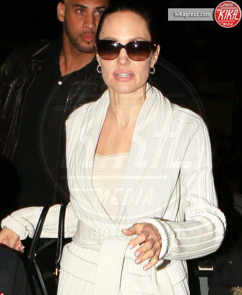 Angelina Jolie - LAX - 18-03-2017 - Angelina Jolie, quant'è bello fare la bambinaia!