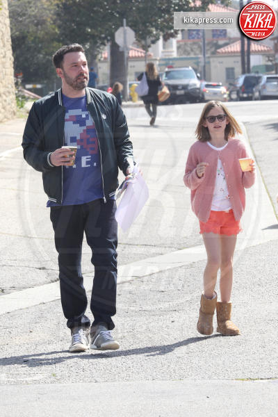 Violet Affleck, Ben Affleck - Los Angeles - 19-03-2017 - Ben Affleck, addio alcol: ora il bicchiere è di plastica