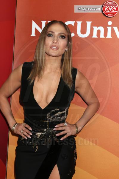 Jennifer Lopez - Beverly Hills - 20-03-2017 - Ha quasi 50 anni ma sul red carpet la più sexy è sempre lei