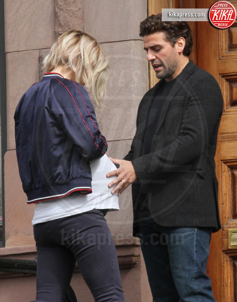 Oscar Isaac, Olivia Wilde - New York - 22-03-2017 - Olivia Wilde ancora incinta! Ma questa volta c'è il trucco