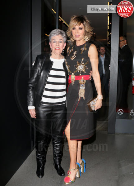 Lisa Rinna - Los Angeles - 23-03-2017 - Le donne di Sylvester Stallone in fiore al party Dolce & Gabbana