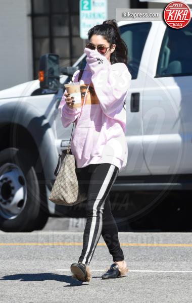 Vanessa Hudgens - Los Angeles - 29-03-2017 - Chiara Ferragni e Gigi Hadid cercano il pelo... nelle pantofole!