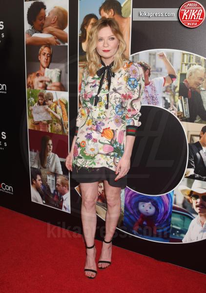 Kirsten Dunst - Los Angeles - 29-03-2017 - Chi lo indossa meglio? Charlize Theron e Kirsten Dunst in Gucci