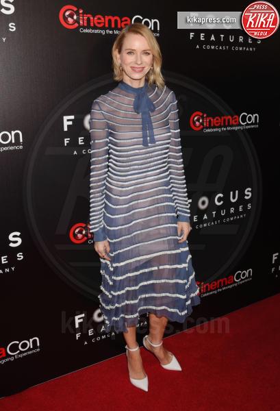 Naomi Watts - Los Angeles - 29-03-2017 - Chi lo indossa meglio? Charlize Theron e Kirsten Dunst in Gucci