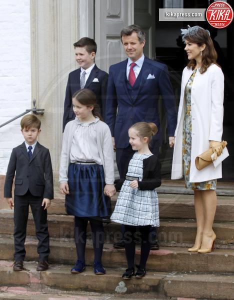 Prince Henrik, Principe Vincent, Principe Christian, Principessa Isabella, Principessa Josephine, Principessa Mary - 01-04-2017 - Il principe Felix di Danimarca riceve la cresima