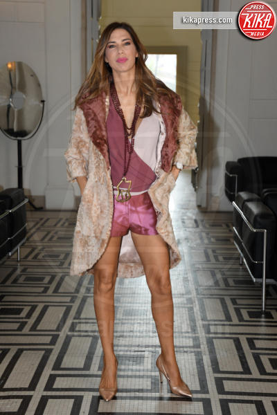Veronica Maya - Napoli - 01-04-2017 - Veronica Maya, bella in rosa alla sfilata di Alessio Visone