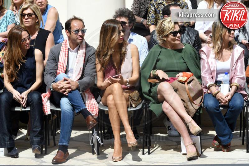 Cristina Donadio, Marco Moraci, Veronica Maya - Napoli - 01-04-2017 - Veronica Maya, bella in rosa alla sfilata di Alessio Visone