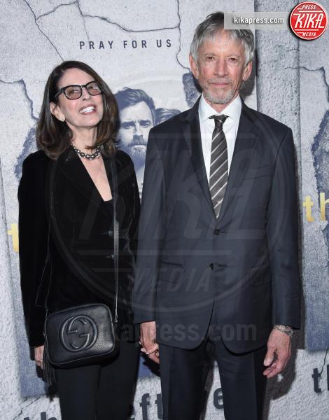 Carol Schwartz, Scott Glenn - Hollywood - 04-04-2017 - Jennifer e Justin alla premiere di The Leftovers: e la crisi?