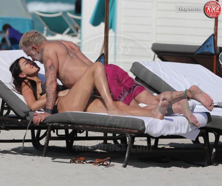 Giorgia Gabriele, Gianluca Vacchi - Miami Beach - 03-04-2017 - Gianluca Vacchi fa crack, altro che #Enjoy...