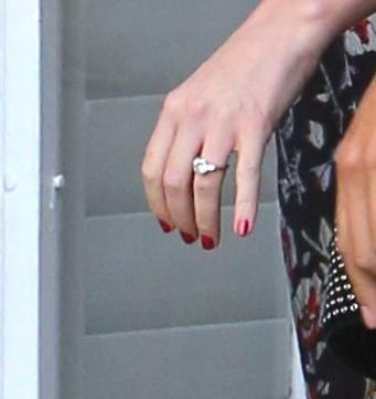 Miranda Kerr - Beverly Hills - 08-04-2017 - Emily Ratajkowski mostra l'enorme anello di fidanzamento