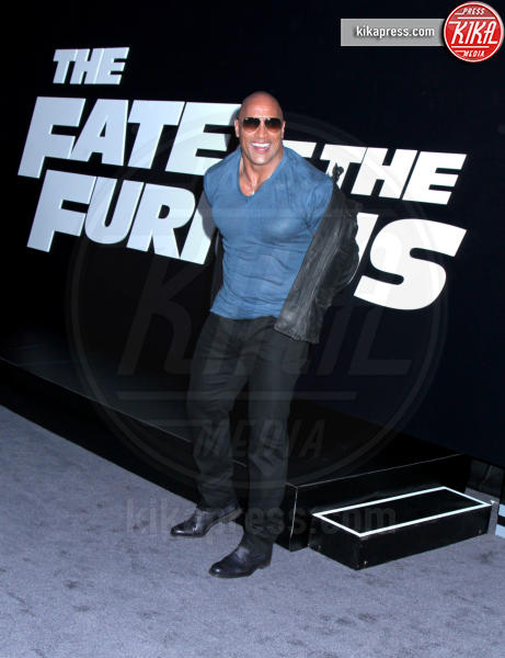 Dwayne Johnson - New York - 08-04-2017 - Fast and Furious 8:Rosie Huntington Whiteley sfoggia il pancione