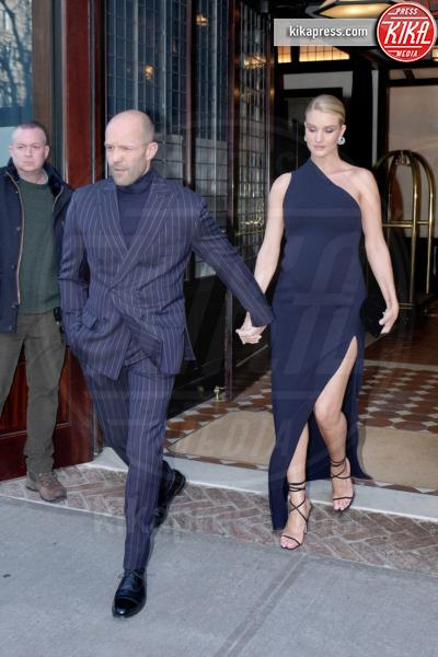 Rosie Huntington Whiteley, Jason Statham - Manhattan - 08-04-2017 - Fast and Furious 8:Rosie Huntington Whiteley sfoggia il pancione