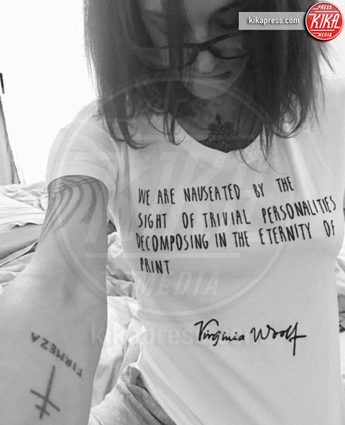 Asia Argento - Milano - 10-04-2017 - Altro che social, per comunicare si usano le magliette!