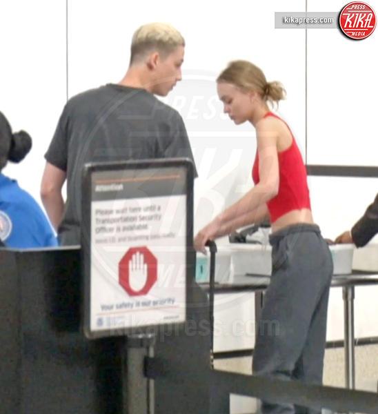 Lily Rose Depp, Ash Stymest - Los Angeles - 10-04-2017 - Star come noi: Lily-Rose Depp e i controlli in aeroporto