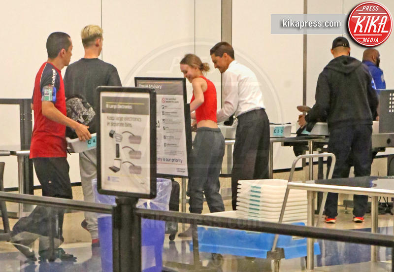 Lily Rose Depp, Ash Stymest - Los Angeles - 04-08-2017 - Star come noi: Lily-Rose Depp e i controlli in aeroporto