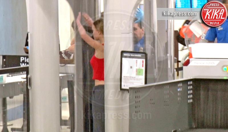 Lily Rose Depp - Los Angeles - 10-04-2017 - Star come noi: Lily-Rose Depp e i controlli in aeroporto