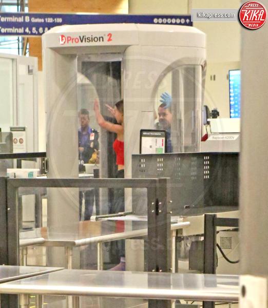 Lily Rose Depp - Los Angeles - 04-08-2017 - Star come noi: Lily-Rose Depp e i controlli in aeroporto