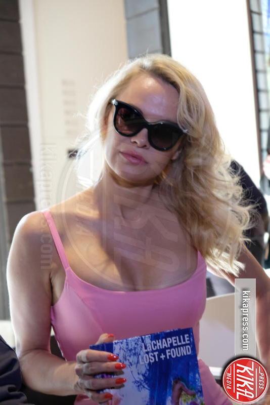 Pamela Anderson - Venezia - 05-04-2017 - Pamela Anderson, la pantera rosa di David LaChapelle a Venezia