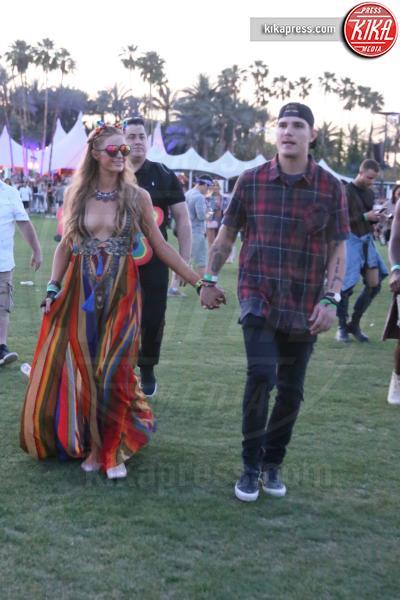 Chris Zylka, Paris Hilton - Indio - 15-04-2017 - Coachella 2017: Kylie Jenner tutta d'oro, Ferragni dark lady
