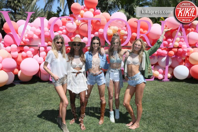 Josephine Skriver, Romee Strijd, Martha Hunt, Jasmine Tookes, Alessandra Ambrosio - Indio - 14-04-2017 - Coachella 2017: Kylie Jenner tutta d'oro, Ferragni dark lady