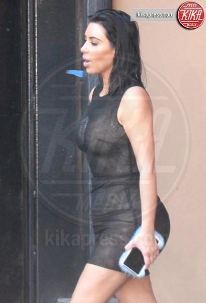 Kim Kardashian - Los Angeles - 21-04-2017 - Kim Kardashian, il vestito? Facevi prima a non metterlo...