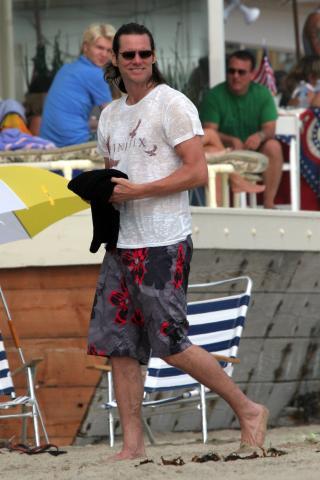 Jim Carey - Malibu - 05-07-2007 - Jim Carey si rilassa in spiaggia