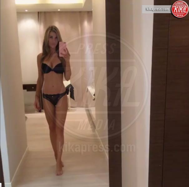 Joanna Krupa - Los Angeles - Emily Ratajkowski e il selfie che ha fatto impazzire la rete